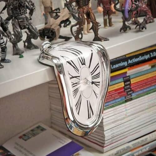 Επιτραπέζιο Αναλογικό λιωμένο γωνιακό ρολόι σε στυλ Νταλί διάστασης 20x10cm