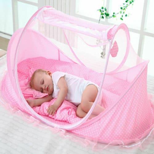 Φορητό pop up πτυσσόμενο κρεβάτι 3 σε 1 για μωρά με στρωματάκι μαξιλάρι και κουνουπιέρα σε λευκό χρώμα